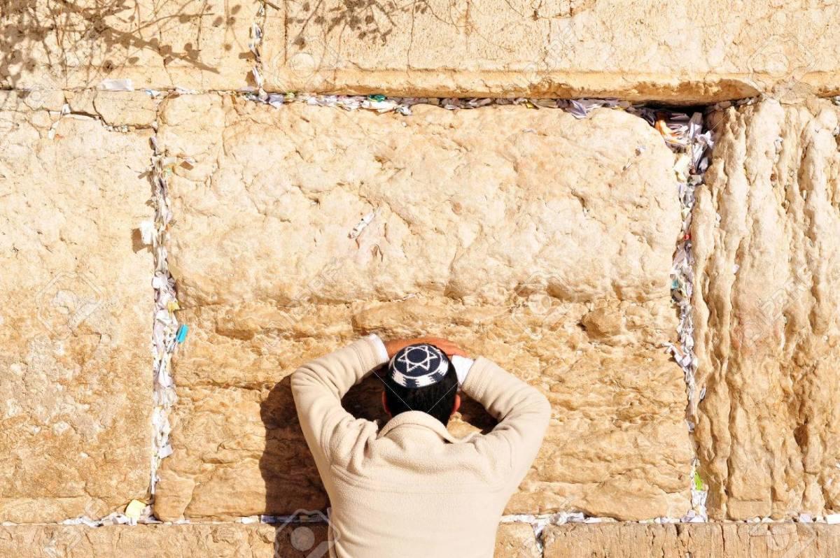 Emaús y el vientre de arena / Robert Rincón